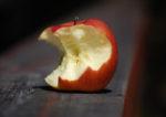 Half-eaten apple by Filosoph(CC BY-NC 2.0)