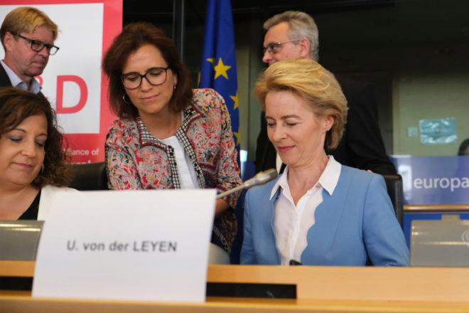 Ursula von der Leyen, présidente de la Commission EU - conférence de presse a Bruxelles - 10 Juillet 2019